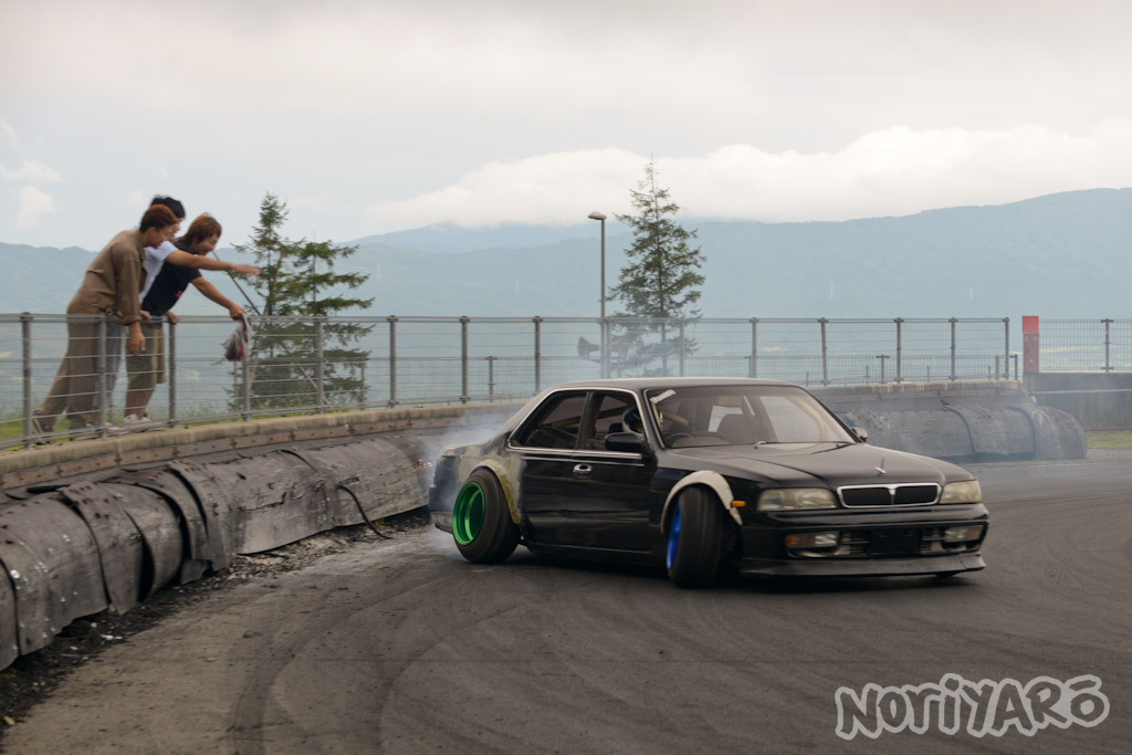 noriyaro_worst_c34_laurel_drift_car_on_steelies_05