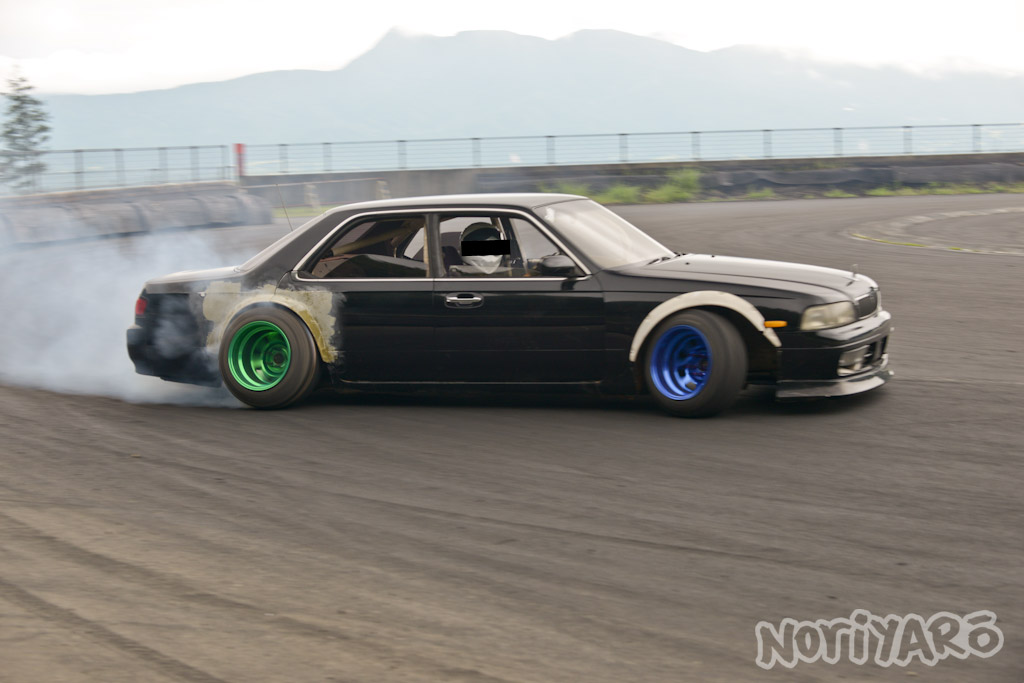 noriyaro_worst_c34_laurel_drift_car_on_steelies_10